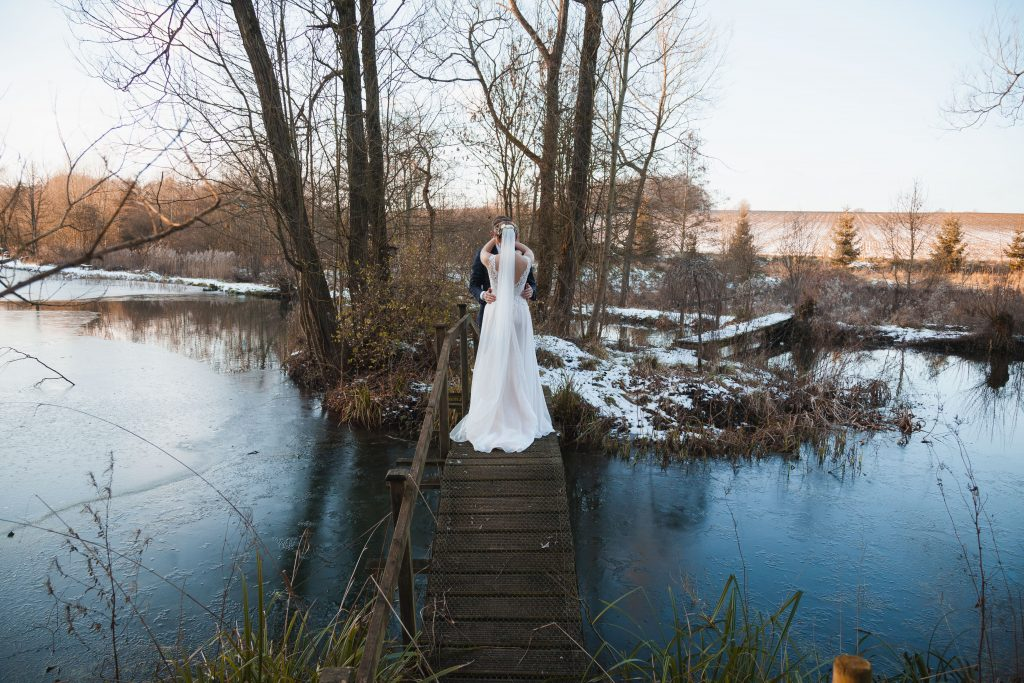 banbury oxfordshire winter wedding the great barn of aynho ice cold