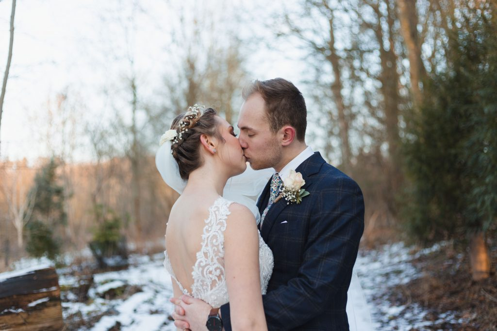 banbury oxfordshire winter wedding couple kissing in the snow