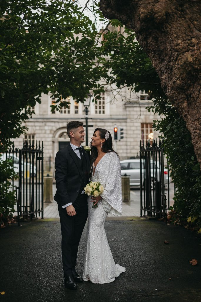 Troy and Laura Dublin City Wedding st stephens green in the rain